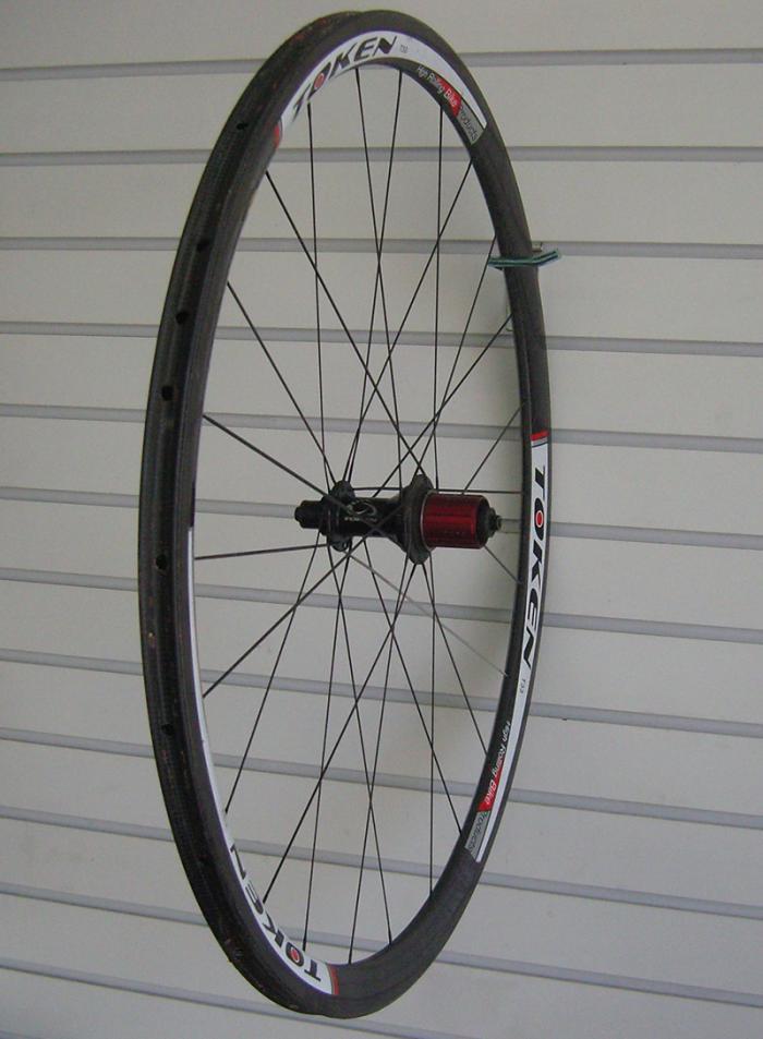truing_carbon_wheel.jpg
