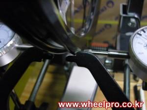wheeltruing300.jpg